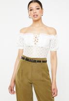 Missguided - Bardot puff sleeve lace up bodysuit - white