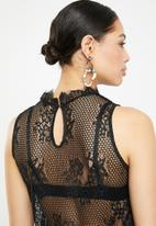 Missguided - Sleeveless high neck lace blouse - black