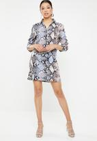 Missguided - Oversized shirt dress in new animal - multi