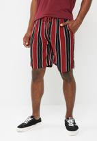 Brave Soul - Rock shorts - burgundy & black