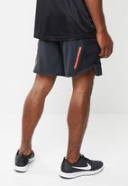 Nike - Nike wild run 7 inch shorts - black