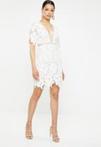 Missguided - Lace applique V-neck shift dress - white