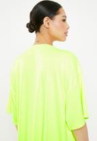 Missguided - Oversized short sleeve fluorescent nevada T-shirt dress - green