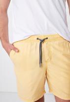 Cotton On - Hoff short - yellow