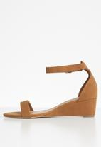 Madison® - Charlie ankle strap wedge - brown