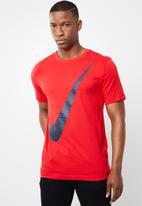 Nike - Swoosh short sleeve tee - red
