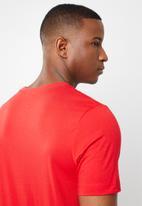 Nike - Swoosh short sleeve tee - red