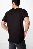Cotton On - Tbar photo short sleeve tee - black