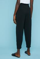 Superbalist - Extreme tapered trouser - black