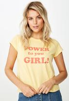 Cotton On - Essential slogan T-shirt power to you girl - yellow