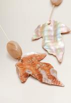 MANGO - Shell earrings - brown