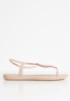 Ipanema - Class iii fem woven embellished T-strap sandals - pink