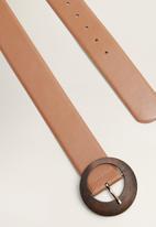 MANGO - Wood buckle belt - brown