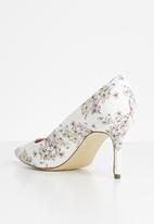 Call It Spring - Faux leather stiletto court - white