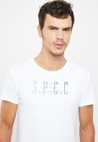 S.P.C.C. - Scoop hem logo short sleeve tee - white