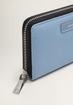 MANGO - Zip metallic purse - blue