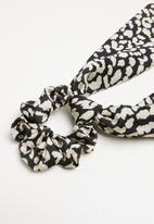 Superbalist - Bowknot scrunchie - black & white