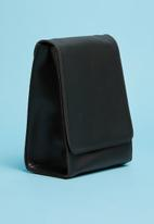 Superbalist - Minimal detail crossbody bag - black