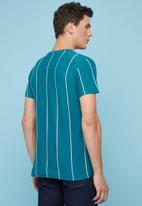 Superbalist - Vertical stripe crew neck tee - multi