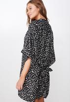 Cotton On - Satin kimono gown - black & white