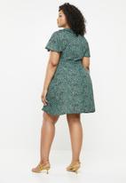 Missguided - Wrap tea dress - green
