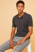Superbalist - Pique slim fit tipped golfer - grey