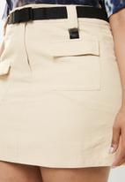 Missguided - Curve utility detail mini skirt - beige