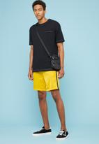 Superbalist - Tricot side taped shorts - yellow