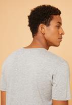 Superbalist - Plain short sleeve Henley tee - grey