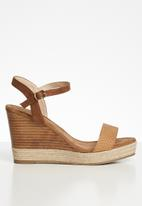Miss Black - Faux leather woven combo wedge heel - brown
