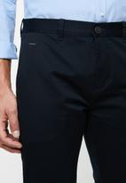 GUESS - Fashion chino pants - navy