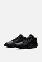 Nike - Drop-type Premium - Black / White