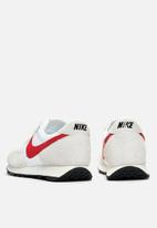 Nike - Daybreak SP - white / university red