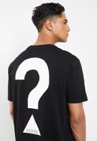 GUESS - Short sleeve basic question mark logo crew tee - black