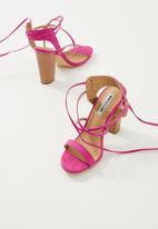 Madison® - Criss-cross strappy block heel - pink