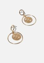 Cotton On - Freedom modern metals medallion earring  - gold