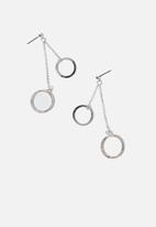 Cotton On - Annabel modern metals drop loop ear - silver