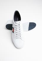 Tommy Hilfiger - Leather flag detail sneaker - white