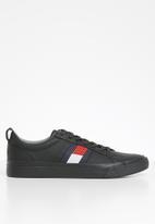 Tommy Hilfiger - Leather flag detail sneaker - black