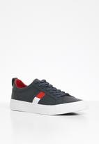 Tommy Hilfiger - Leather flag detail sneaker - navy
