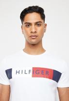 Tommy Hilfiger - Stripe Hilfiger tee - white
