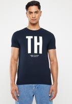 Tommy Hilfiger - Monogram print cotton tee - navy