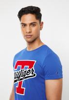 Tommy Hilfiger - T-script logo tee - blue