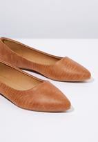 Cotton On - Lizard print faux leather point loafer - tan