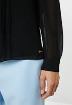 POLO - Sam long sleeve close front blouse - black