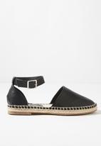 Cotton On - Faux leather ankle strap espadrille - black