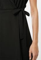 edit - Sleeveless wrap dress with collar - black