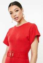 Missguided - Rib short sleeve tortoiseshell belted midi dress - red