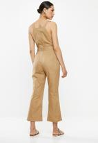 Missguided - Dungaree asymmetrical button detail jumpsuit - brown