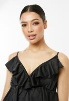 Missguided - Strappy satin frill plunge cami top - black